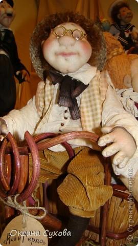 Приглашаю всех на выставку кукол, которая проходит на Тишинке в г. Москве!!!!! А кто не может лично посетить эту интересную  выставку, я хочу предоставить такую возможность, заглянув на неё при помощи моего фотоаппарата..... Приятного просмотра!!! фото 40