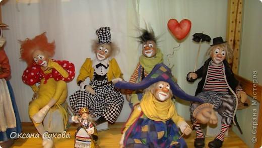 Приглашаю всех на выставку кукол, которая проходит на Тишинке в г. Москве!!!!! А кто не может лично посетить эту интересную  выставку, я хочу предоставить такую возможность, заглянув на неё при помощи моего фотоаппарата..... Приятного просмотра!!! фото 46