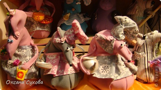 Приглашаю всех на выставку кукол, которая проходит на Тишинке в г. Москве!!!!! А кто не может лично посетить эту интересную  выставку, я хочу предоставить такую возможность, заглянув на неё при помощи моего фотоаппарата..... Приятного просмотра!!! фото 50