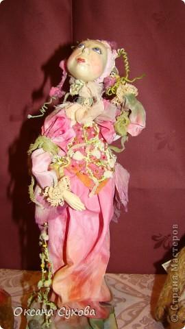 Приглашаю всех на выставку кукол, которая проходит на Тишинке в г. Москве!!!!! А кто не может лично посетить эту интересную  выставку, я хочу предоставить такую возможность, заглянув на неё при помощи моего фотоаппарата..... Приятного просмотра!!! фото 57