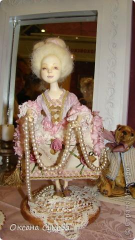 Приглашаю всех на выставку кукол, которая проходит на Тишинке в г. Москве!!!!! А кто не может лично посетить эту интересную  выставку, я хочу предоставить такую возможность, заглянув на неё при помощи моего фотоаппарата..... Приятного просмотра!!! фото 59