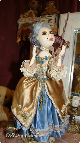 Приглашаю всех на выставку кукол, которая проходит на Тишинке в г. Москве!!!!! А кто не может лично посетить эту интересную  выставку, я хочу предоставить такую возможность, заглянув на неё при помощи моего фотоаппарата..... Приятного просмотра!!! фото 60