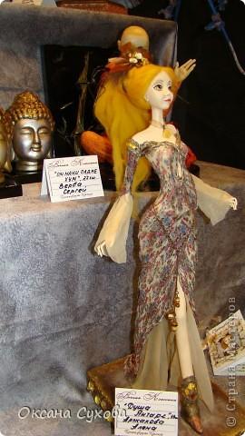 Приглашаю всех на выставку кукол, которая проходит на Тишинке в г. Москве!!!!! А кто не может лично посетить эту интересную  выставку, я хочу предоставить такую возможность, заглянув на неё при помощи моего фотоаппарата..... Приятного просмотра!!! фото 71
