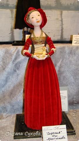 Приглашаю всех на выставку кукол, которая проходит на Тишинке в г. Москве!!!!! А кто не может лично посетить эту интересную  выставку, я хочу предоставить такую возможность, заглянув на неё при помощи моего фотоаппарата..... Приятного просмотра!!! фото 75