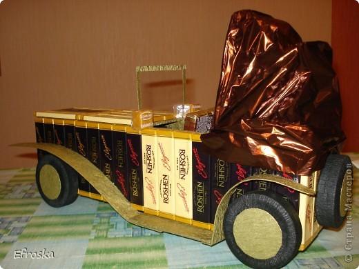 """Доброго времени суток, уважаемые жители Страны! Для меня сегодняшний день действительно добрый. Сегодня мои дети ходили на день рождения к другу, и частью подарка был вот такой """"сладко-старинный"""" автомобиль. Впервые я увидела его у  Светлана Лана  здесь: http://stranamasterov.ru/node/235768 фото 4"""