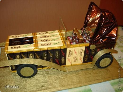 """Доброго времени суток, уважаемые жители Страны! Для меня сегодняшний день действительно добрый. Сегодня мои дети ходили на день рождения к другу, и частью подарка был вот такой """"сладко-старинный"""" автомобиль. Впервые я увидела его у  Светлана Лана  здесь: http://stranamasterov.ru/node/235768 фото 1"""