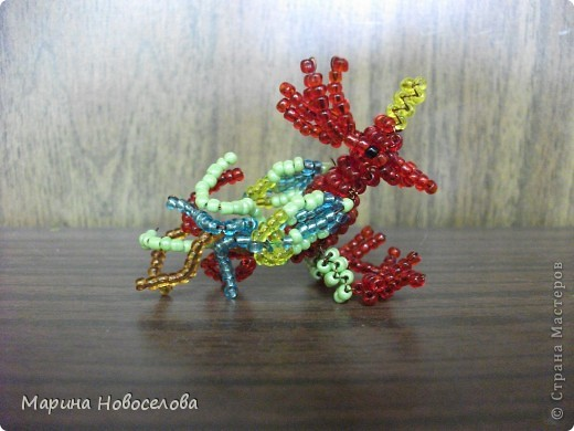Хочу поделиться схемами плетения забавных фигурок. Подобные вещицы очень любят плести мои ученики фото 25