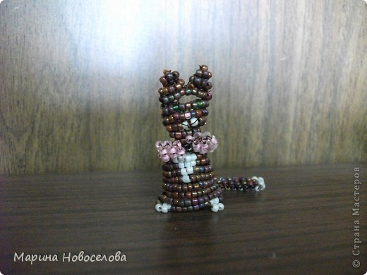 Хочу поделиться схемами плетения забавных фигурок. Подобные вещицы очень любят плести мои ученики фото 28