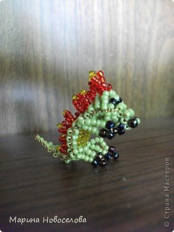 Хочу поделиться схемами плетения забавных фигурок. Подобные вещицы очень любят плести мои ученики фото 30