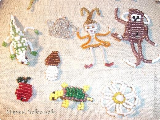 Хочу поделиться схемами плетения забавных фигурок. Подобные вещицы очень любят плести мои ученики фото 1