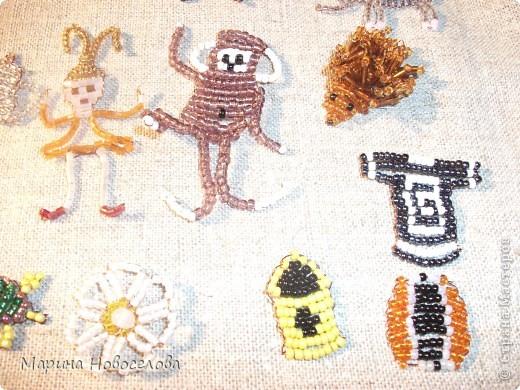 Хочу поделиться схемами плетения забавных фигурок. Подобные вещицы очень любят плести мои ученики фото 7