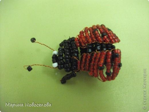 Хочу поделиться схемами плетения забавных фигурок. Подобные вещицы очень любят плести мои ученики фото 38
