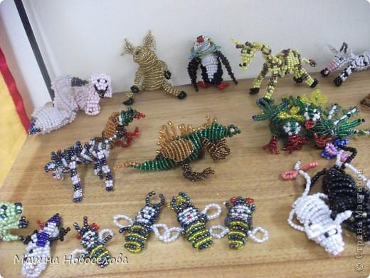 Хочу поделиться схемами плетения забавных фигурок. Подобные вещицы очень любят плести мои ученики фото 39