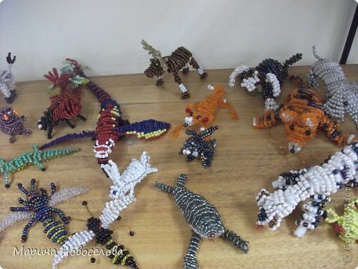 Хочу поделиться схемами плетения забавных фигурок. Подобные вещицы очень любят плести мои ученики фото 41