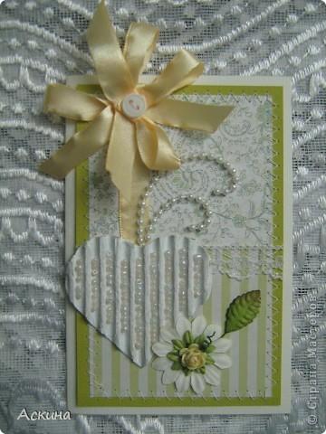 """""""Зеленая свадьба"""" - день бракосочетания  День свадьбы (бракосочетания) называется зеленая свадьба.   Трава, как знак молодости, юности – является символом этого дня. Наверное еще и поэтому с давних пор повелось украшать цветами помещение для свадьбы, свадебные машины, дарить молодым цветы. Да и жених с невестой тоже непременно носят цветы как элемент одежды или прически, жених – бутоньерку в кармане пиджака, невеста – цветы на платье или веночек на голове. Во время венчания и церкви принято украшать зеленью, цветами, ароматными травами. Подробнее тут http://www.supertosty.ru/tost_341.html о разных годовщинах свадьбы. фото 2"""