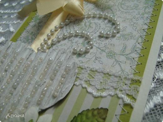 """""""Зеленая свадьба"""" - день бракосочетания  День свадьбы (бракосочетания) называется зеленая свадьба.   Трава, как знак молодости, юности – является символом этого дня. Наверное еще и поэтому с давних пор повелось украшать цветами помещение для свадьбы, свадебные машины, дарить молодым цветы. Да и жених с невестой тоже непременно носят цветы как элемент одежды или прически, жених – бутоньерку в кармане пиджака, невеста – цветы на платье или веночек на голове. Во время венчания и церкви принято украшать зеленью, цветами, ароматными травами. Подробнее тут http://www.supertosty.ru/tost_341.html о разных годовщинах свадьбы. фото 4"""
