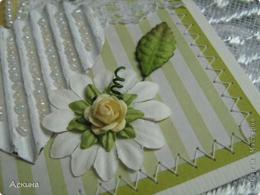 """""""Зеленая свадьба"""" - день бракосочетания  День свадьбы (бракосочетания) называется зеленая свадьба.   Трава, как знак молодости, юности – является символом этого дня. Наверное еще и поэтому с давних пор повелось украшать цветами помещение для свадьбы, свадебные машины, дарить молодым цветы. Да и жених с невестой тоже непременно носят цветы как элемент одежды или прически, жених – бутоньерку в кармане пиджака, невеста – цветы на платье или веночек на голове. Во время венчания и церкви принято украшать зеленью, цветами, ароматными травами. Подробнее тут http://www.supertosty.ru/tost_341.html о разных годовщинах свадьбы. фото 3"""
