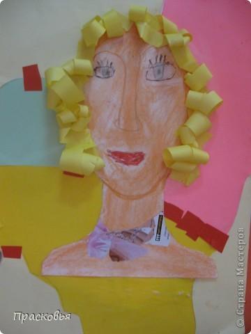 На прошлой неделе мы сделали портреты в технике коллаж. В первый день подготовили фон, вырезали шаблон головы намечали части лица. На второй день раскрасили лицо пастелью, приклеили волосы, платья из журналов, украсили блеском. фото 8