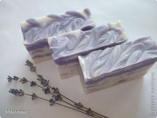 Розово-черничное взбитое мыло на гидролате болгарской чайной розы, с ЭМ розы, с экстрактом и пудрой ягод черники. фото 3