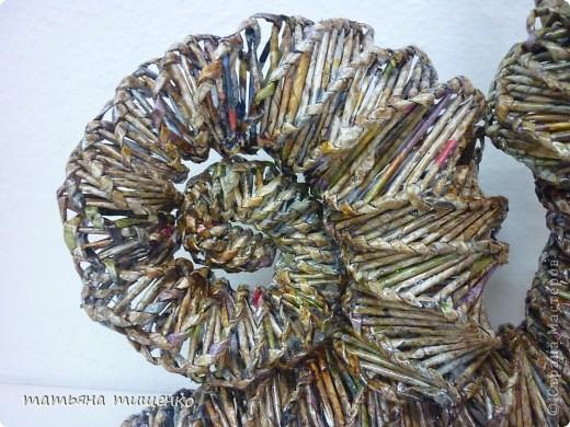 Оригинал здесь  http://stranamasterov.ru/node/154306 . Если кому не понятно к чему здесь стакан с чаем - объясняю : Обычно на фото подставляла спичечный коробок для сравнения ,,габаритов,,. Но ,,пчелки,, предложили использовать что-то другое для сравнения . Вот так и появился в кадре обыкновенный школьный стакан со школьным чаем . Я там , т.е. в школе сторожем работаю , в ней родимой и творчеством занимаюсь . ЗамечТАТельная у меня работа , позволяет творчеством заниматься ,   дома-то некогда . фото 2
