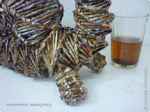 Оригинал здесь  http://stranamasterov.ru/node/154306 . Если кому не понятно к чему здесь стакан с чаем - объясняю : Обычно на фото подставляла спичечный коробок для сравнения ,,габаритов,,. Но ,,пчелки,, предложили использовать что-то другое для сравнения . Вот так и появился в кадре обыкновенный школьный стакан со школьным чаем . Я там , т.е. в школе сторожем работаю , в ней родимой и творчеством занимаюсь . ЗамечТАТельная у меня работа , позволяет творчеством заниматься ,   дома-то некогда . фото 5