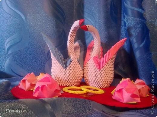 Попросили сделать именно лебедей, именно модульное оригами. Где-то кто-то увидел и, соответственно, родилась идея, я только воплоститель желаний и повторитель автора. фото 1