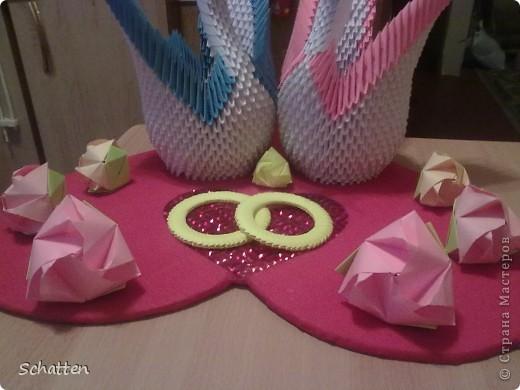Попросили сделать именно лебедей, именно модульное оригами. Где-то кто-то увидел и, соответственно, родилась идея, я только воплоститель желаний и повторитель автора. фото 5