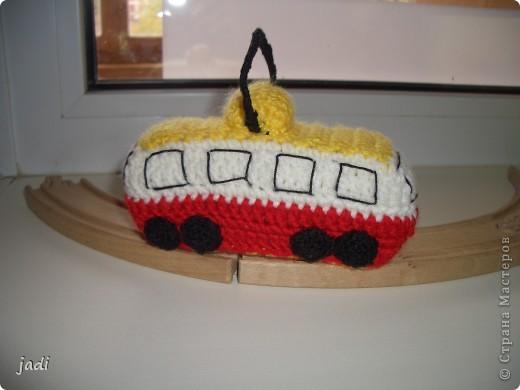Вот по рельсам ай-ай-ай Едет вязаный трамвай! фото 1