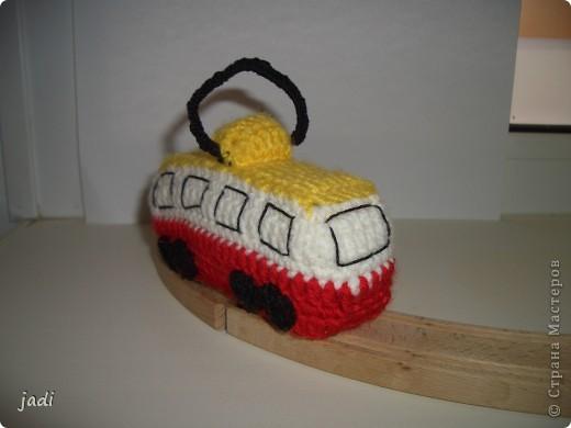 Вот по рельсам ай-ай-ай Едет вязаный трамвай! фото 2