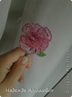 Вот решила вспомнить, что такое бисероплитение) На меня когбудто нашло озорения и я сделала 3-и розы, правдо остальные две ещё на дороботке) фото 1