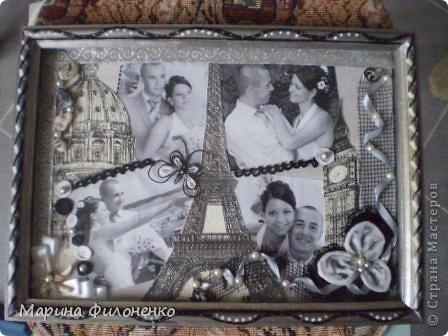 Картина была сделана в подарок в цветах специально под интерьер, помимо распечатанных черно-белых фотографий использованы обрезки обоев, а также различные камешки, ракушки, бусины и ленты.