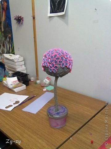 Работая летом в детском лагере мы с подругой-коллегой Настей решили освоить новую для себя технику квиллинг, и сделать цветочное дерево. фото 5