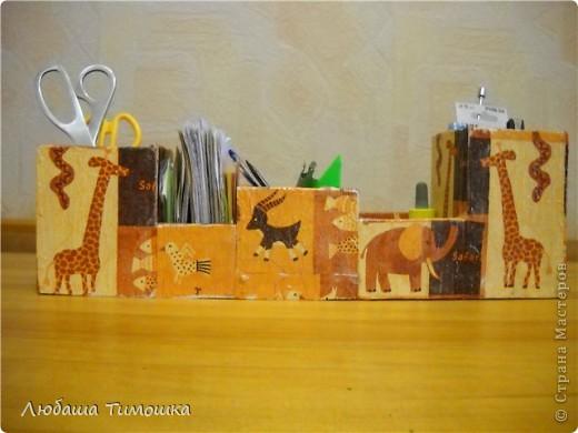 Карандашница, как всегда из деревянных реечек, шириной 7,5-8см.  Выпиливаю, сколачиваю, покрываю белой краской, наклеиваю салфеточки, покрываю лаком фото 1