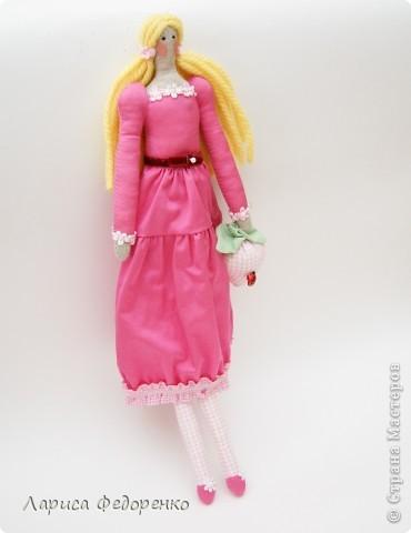 Кукла Тильда фрау Клара с клубничкой фото 1
