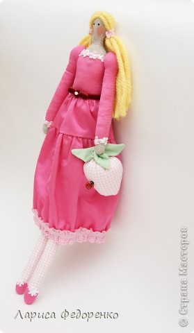 Кукла Тильда фрау Клара с клубничкой фото 4