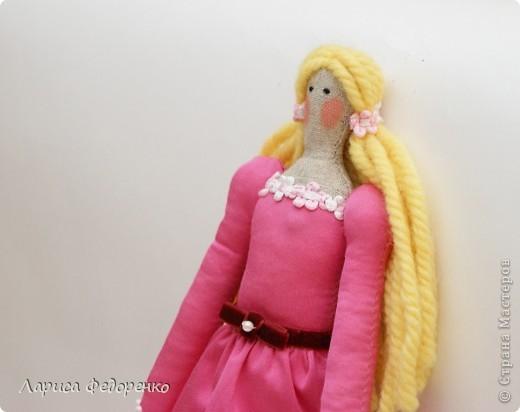 Кукла Тильда фрау Клара с клубничкой фото 3