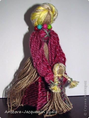 """""""...Это образ женщины с ребёнком, недавно начавшим ходить. Она его поддерживает, учит, ведёт. Мне даже больше кажется - не просто она его ходить учит """"физически"""", а в жизнь выводит.... Какой мудрый у нас народ!..."""" Ирина Харченко http://dobraiaigrushka.blogspot.com/2010/05/blog-post_23.html  фото 2"""