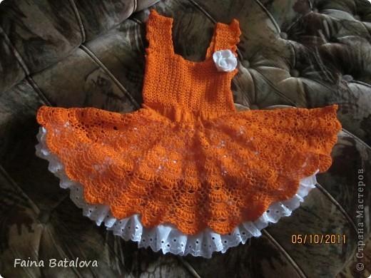 вот такое платьице я связала своей внучке, это моя вторая крупная вещь крючком. Идея взята с Осинок, цвет ниток отТаши Подаковой, а все остальное у всех понемногу, вязала на даче. фото 6