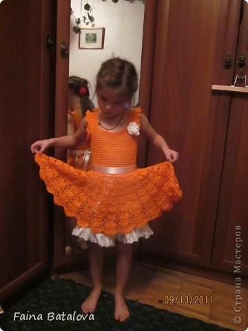вот такое платьице я связала своей внучке, это моя вторая крупная вещь крючком. Идея взята с Осинок, цвет ниток отТаши Подаковой, а все остальное у всех понемногу, вязала на даче. фото 7