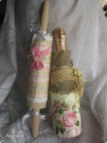совсем не традиционный подарок на свадьбу, правда? но, по-моему, очень многофункциональный, декоративно-прикладной прямо скажем.Причём в обоих случаях в самом прямом смысле: и красивенько, и приложить можно...куда понадобиться... фото 2