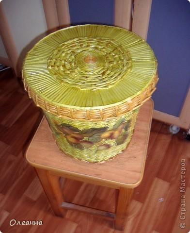 Вот такую корзину с крышкой я сплела для хранения сухофруктов. С одной стороны решила украсить корзину декупажем.  фото 5
