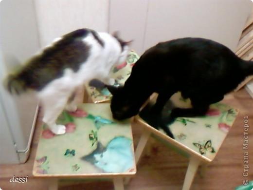 Декупаж на табуретках и мои котики. фото 1