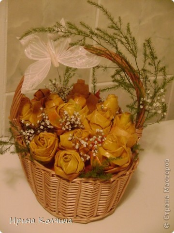 Букетик роз из кленовых листьев