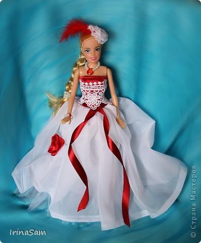 Как-то дочка попросила купить куклу в красивом бальном платье, я подумала, зачем деньги тратить на новую куклу, когда я сама могу сшить! Вот так появилось пока что первое платье  в гардеробе дочкиной Барби. фото 2