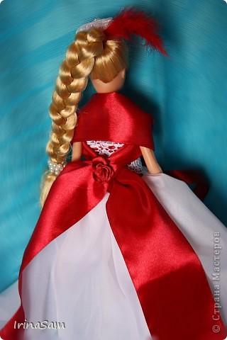 Как-то дочка попросила купить куклу в красивом бальном платье, я подумала, зачем деньги тратить на новую куклу, когда я сама могу сшить! Вот так появилось пока что первое платье  в гардеробе дочкиной Барби. фото 3