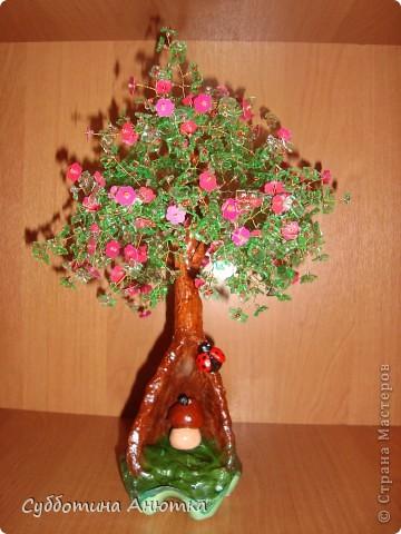 дерево из пластиковых бутылок и пайеток, ствол из гипса фото 1