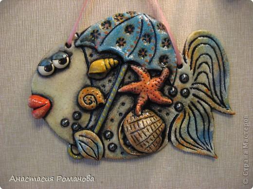 Эту рыбку я слепила в подарок очень хорошему человечку - Оле, образ рыбешки навеян Олеными морскими прогулками,  знаю что рыбка уже радует свою новую хозяйку.... фото 1