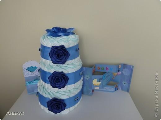 В подарок новорожденному племяннику мужа сделала тортик из памперсов. фото 2