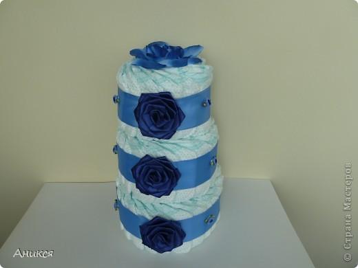 В подарок новорожденному племяннику мужа сделала тортик из памперсов. фото 1