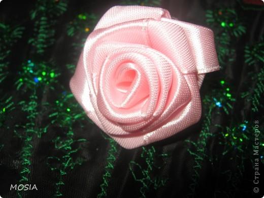 Вот какая роза у меня получилась .Все никак не могла разобрать, как ее крутить. И наконец-то дошло (не прошло и года .  ха-ха.) Оказалось очень просто и легко. фото 2